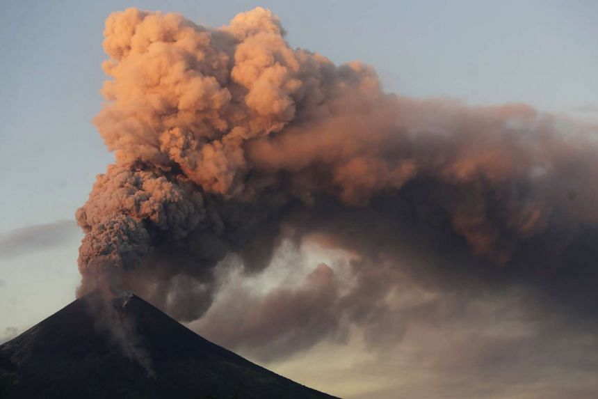 Momotombo volcano spews large clouds of gas and ash during an eruption as seen from Papalonal village, Nicaragua, on Dec 2, 2015.