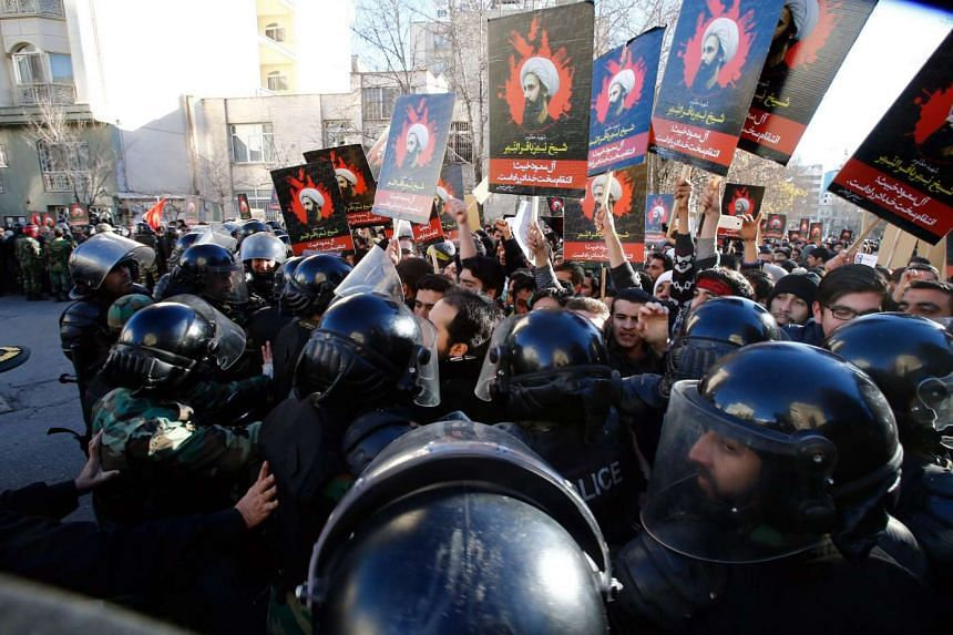 Anti-riot policemen scuffle with protesters near the Saudi Arabia Embassy in Iran on Jan 3, 2016.