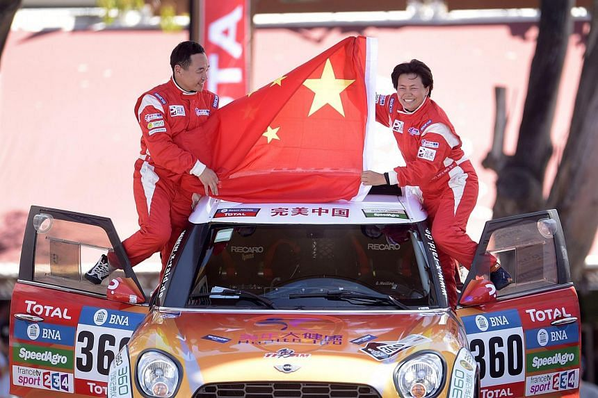 This picture taken before the accident shows Chinese driver Guo Meiling (right) and co-driver Liao Min (left) greet the public in Buenos Aires, Argentina on Jan 2.