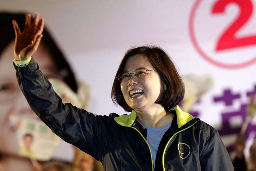 Taiwan's DPP presidential candidate Tsai Ing-wen waving to supporters in New Taipei City on Jan 4, 2016.