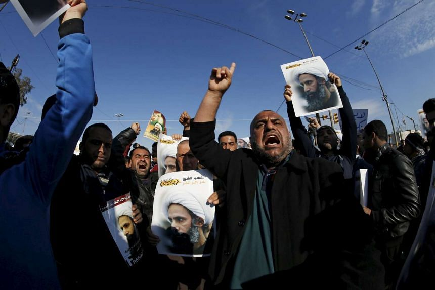 People protest against the execution of Shi'ite Muslim cleric Nimr al-Nimr in Saudi Arabia on Jan 4, 2016.