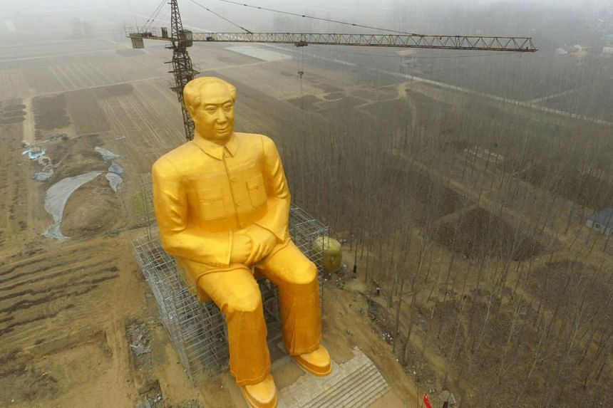 A statue of Chairman Mao Zedong measuring about 36m in height being built in Tongxu county in Kaifeng, Henan province.