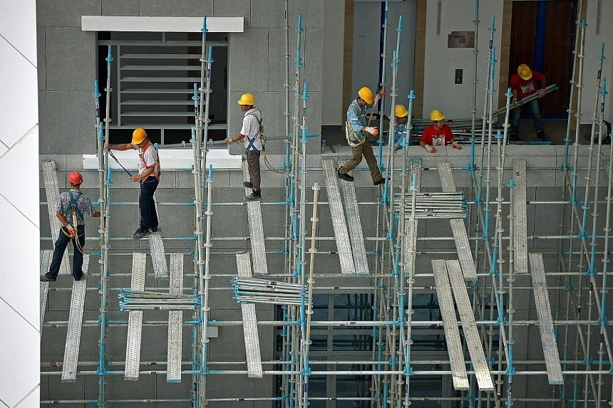 Slow payment in the construction sector rose by 0.39 percentage point due to muted public building activity across the residential, non-residential and civil engineering segments.