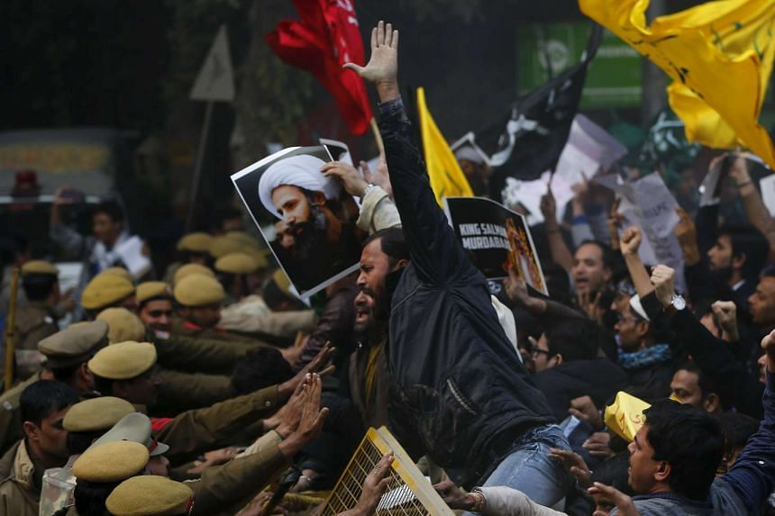 Shi'ite Muslims protesting against the execution of cleric Nimr al-Nimr in front of Saudi Arabia embassy in New Delhi, India on Jan 4, 2016.