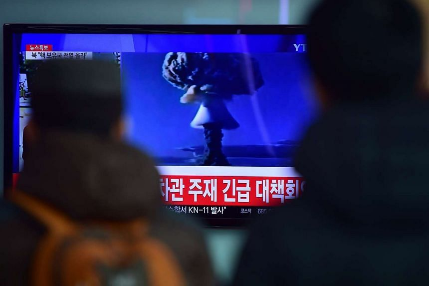 People watching a news report on North Korea's first hydrogen bomb test, in Seoul on Jan 6, 2016.