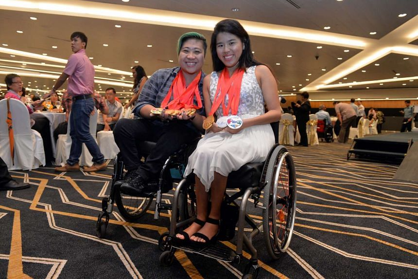 Para swimmers Yip Pin Xiu (right) and Theresa Goh posing for photos after receiving their awards on Jan 6, 2016.