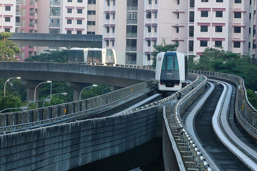 The Sengkang loop of the Sengkang- Punggol LRT system carries more than 61,000 passengers a day.