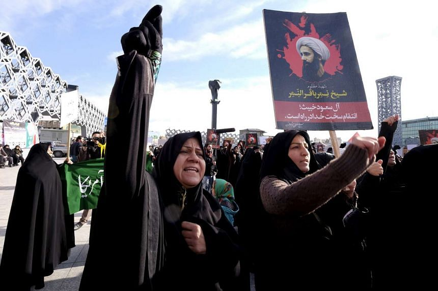 Iranians protesting against the execution of Shi'ite cleric Nimr al-Nimr in Saudi Arabia, in Teheran on Jan 4, 2016.