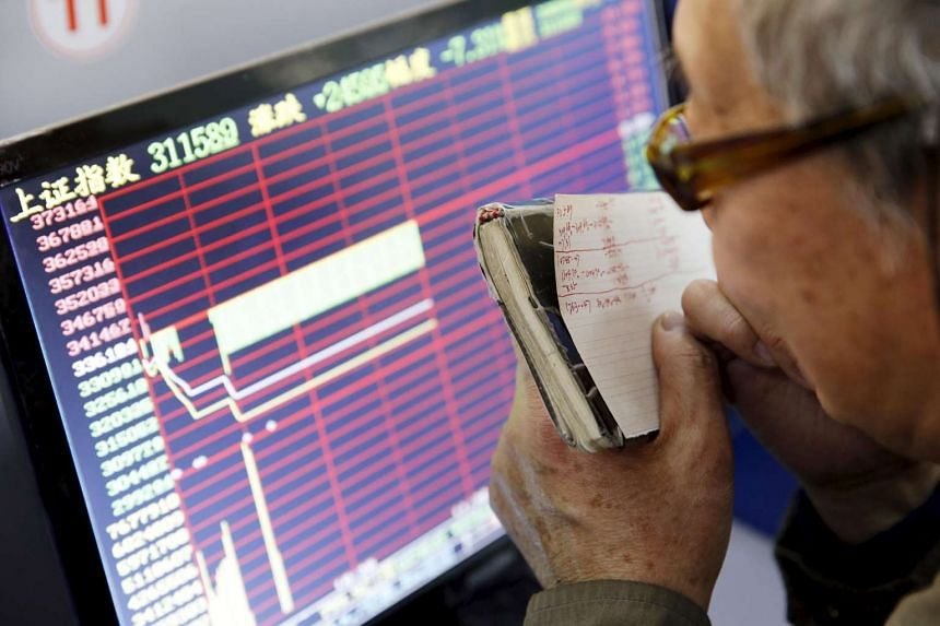 An investor looks at a screen showing stock information in Shanghai on Jan 7, 2016.