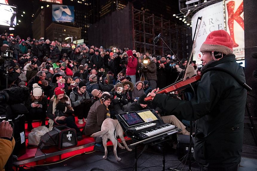 The concert was performed by Laurie Anderson (right) in the open where the temperature was minus 10 deg C.