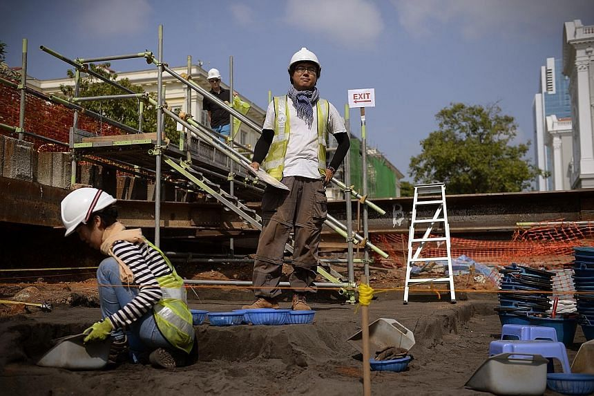 Mr Lim Chen Sian (standing) led the excavation at Empress Place. Three tonnes of artefacts were found. The dome of the old Supreme Court library is now part of the National Gallery Singapore. The $532 million National Gallery Singapore, comprising th