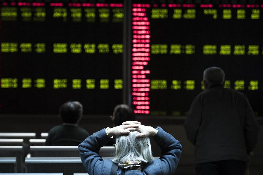 Investors at a securities company in Beijing on Jan 7.