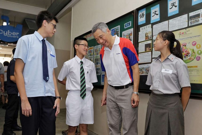 Prime Minister Lee Hsien Loong (second right) speaking with award recipients (from left) Ryan Sen Rajagopal, Jordan Tan and Cassidy Tan, on Jan 10, 2016.