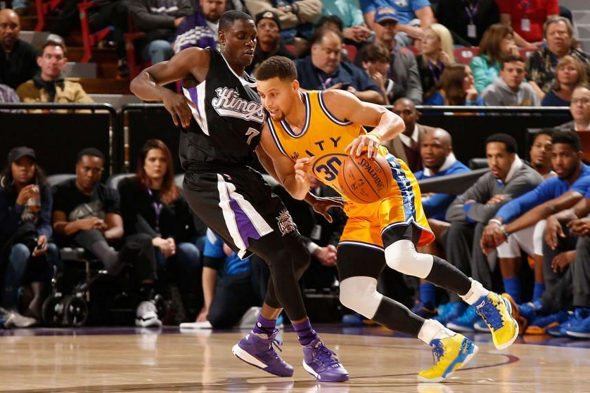 Stephen Curry (right) is guarded by Darren Collison of the Sacramento Kings at Sleep Train Arena on Jan 9, 2015.