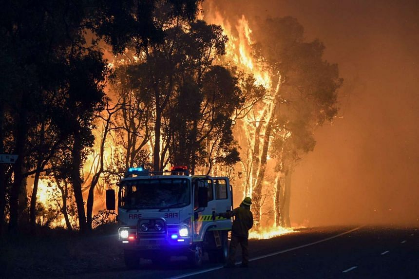 A major bushfire in western Australia destroyed more than 100 homes and killed two people.