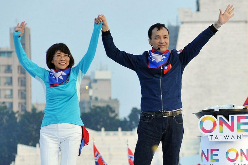 Presidential candidate Eric Chu from the ruling Kuomintang (KMT) with his running mate Wang Ju-hsuan in Taipei yesterday.