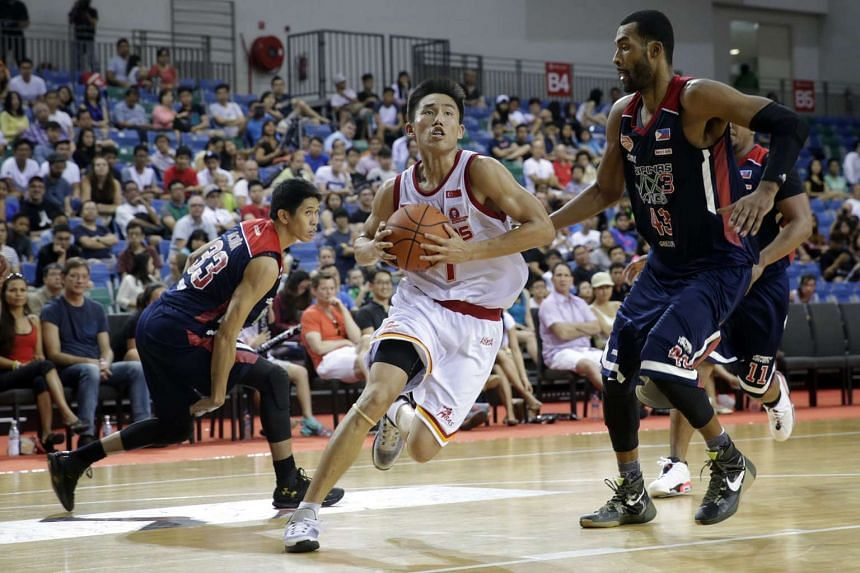 The Singapore Slingers' Wu Qingde (centre) drives towards the basket against Pilipinas MX3 Kings as the Slingers extend their winning-streak to seven in a row at the OCBC Arena on Jan 10, 2016.