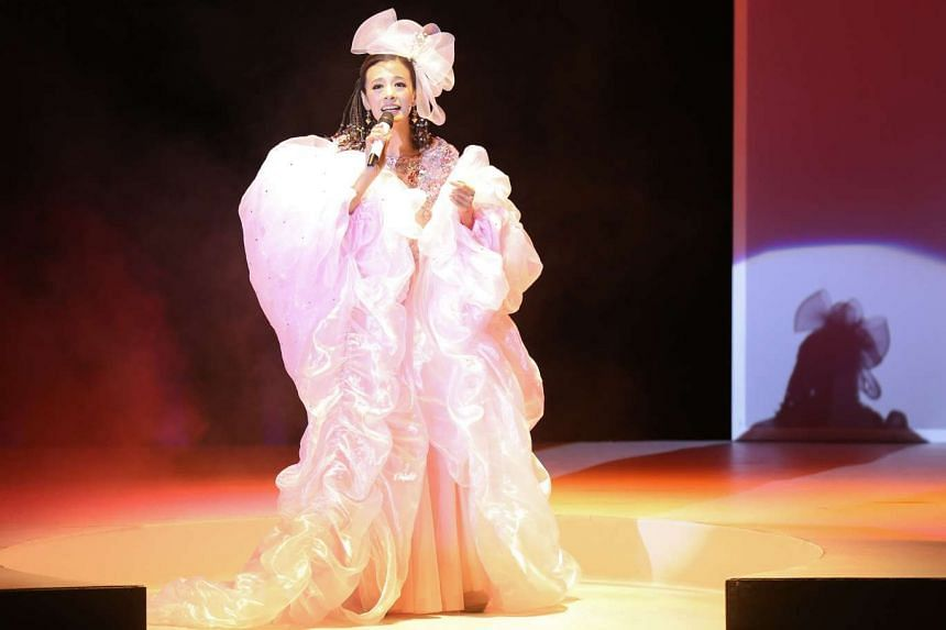 Perry Chiu sings about 30 songs by Teresa Teng in the musical.
