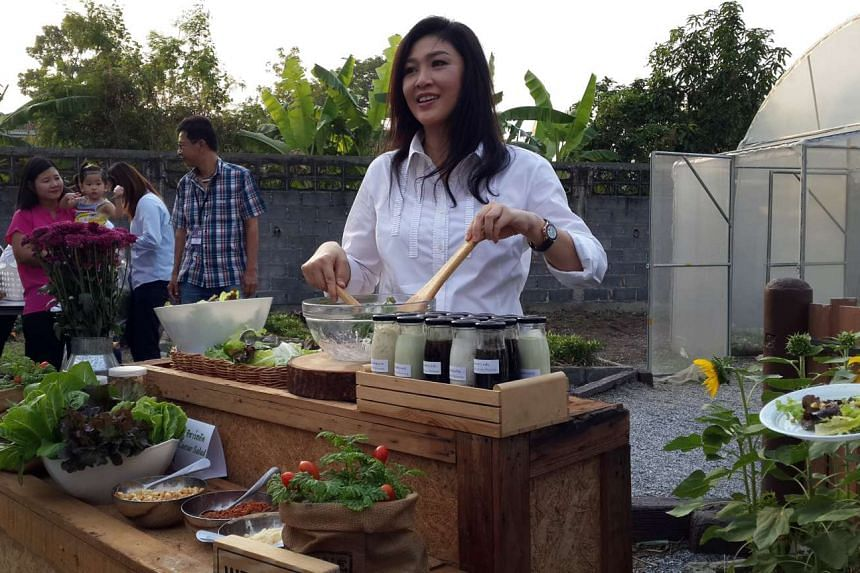 Ousted Thai prime minister Yingluck Shinawatra rolls up her sleeves to make salad for invited reporters at her Bangkok residence on Jan 8.