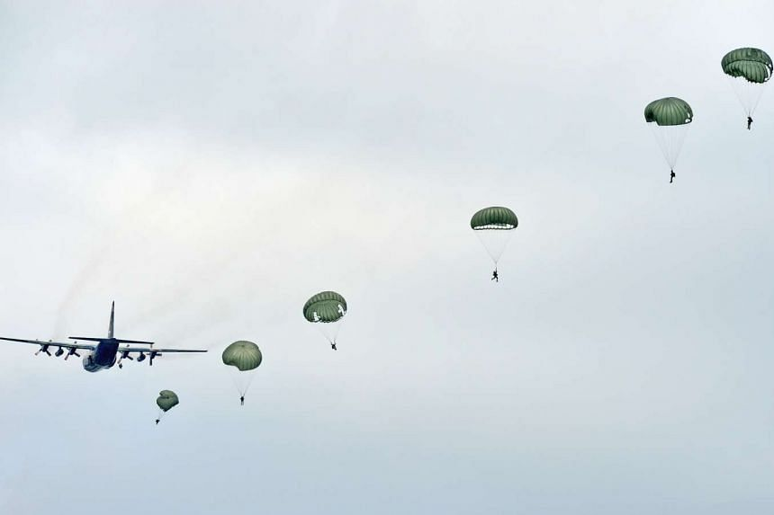 The SAF clarified that it fully employs parachute riggers, and outsourced packing of the parachute-packing to Singapore Technologies.