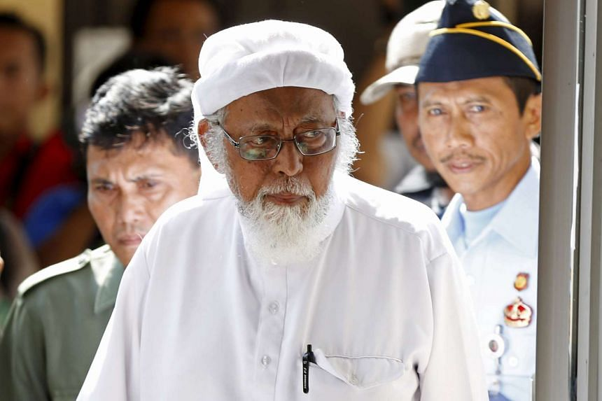 Indonesian cleric Abu Bakar Bashir entering a courtroom for an appeal hearing in Cilacap, Central Java province, on Jan 12, 2016.