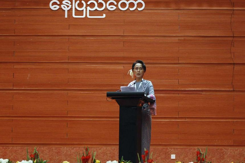 Myanmar's Aung San Suu Kyi giving a speech during talks between the government, army and representatives of ethnic armed groups over a ceasefire to end insurgencies, in Naypyidaw on Jan 12, 2016.