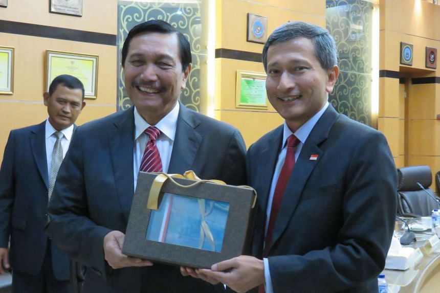 Singapore Foreign Minister Vivian Balakrishnan (right) meeting with Coordinating Minister for Political, Legal and Security Affairs Luhut Pandjaitan on Jan 12, 2016.