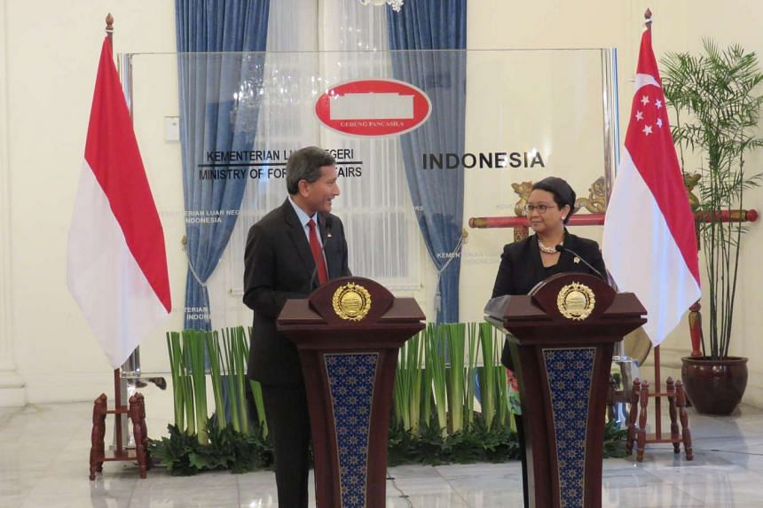 Singapore Foreign Minister Vivian Balakrishnan (left) and Indonesian counterpart Retno Marsudi speaking during a press conference on Jan 12, 2016.