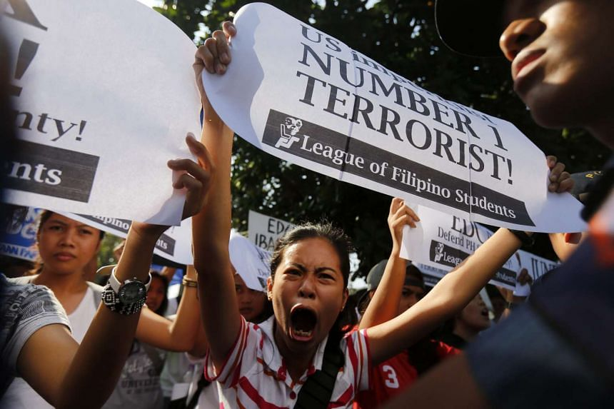 Filipino protestors stage a picket in front of the US embassy in Manila, Philippines on Jan 13, 2016.