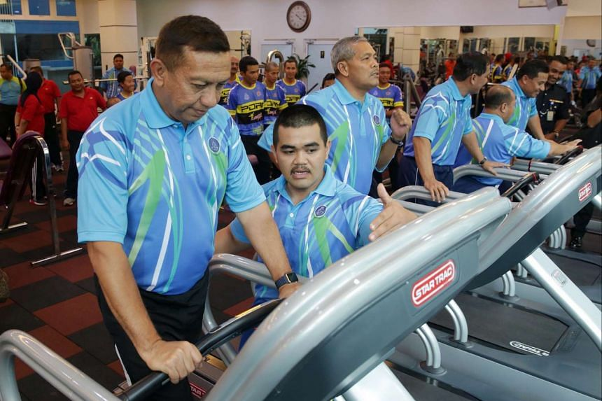 Malaysia's police force has told overweight officers that they should get fit or risk not getting promoted or confirmed.