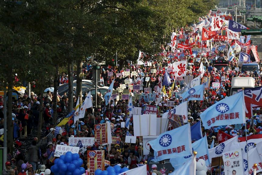Supporters of Taiwan's ruling Nationalist Party, or Kuomintang (KMT), take part in a rally in Taipei on Jan 9, 2016.