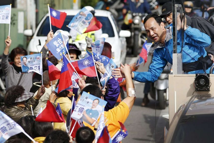 Presidential candidate Eric Chu of Taiwan's ruling Kuomintang (KMT) greets supporters on Jan 16, 2016 in Yuanlin City, Changhua County.