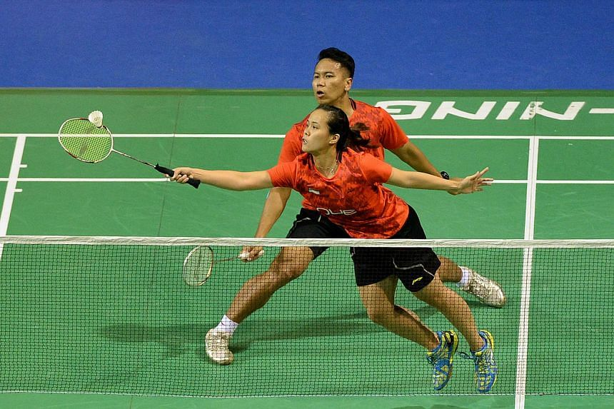 Singapore's Danny Bawa Chrisnanta and Vanessa Neo in action at the OUE Singapore Open on April 9, 2015.