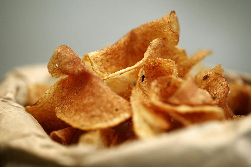 Eating potato chips is linked to a higher risk of women developing a type of diabetes before pregnancy.
