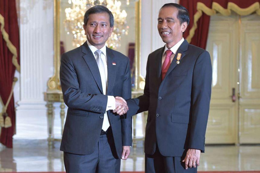 Indonesian President Joko Widodo (right) with Singapore's Foreign Affairs Minister Vivian Balakrishnan on Jan 13, 2016.