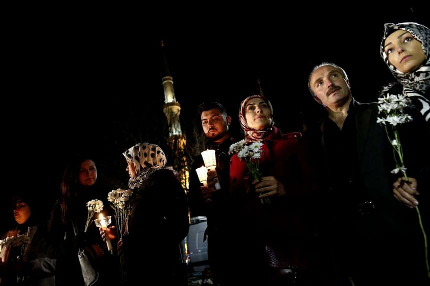 People praying for victims who were killed in the explosion in Istanbul, Turkey, on Jan 13, 2016.