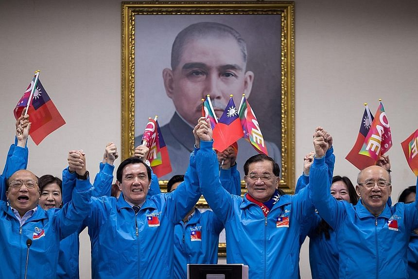 Heavyweights from the ruling Kuomintang party, including (from left) vice-chairman Jason Hu, Taiwan President Ma Ying-jeou and honorary KMT chairmen Lien Chan and Wu Po-hsiung, went all out to make a final push on the penultimate day of the election