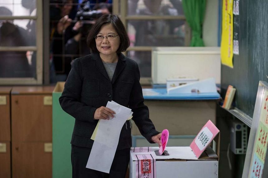 DPP presidential candidate Tsai Ing-wen casting her vote in a school in New Taipei City on Jan 16, 2016.