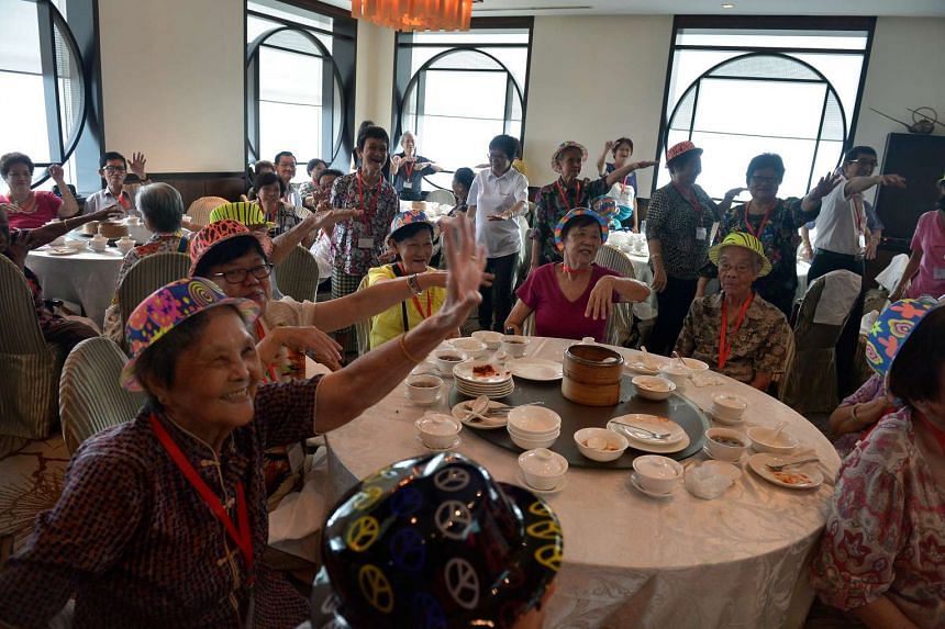 The seniors enjoying themselves at their special CNY lunch treat at Si Chuan Dou Hua Restaurant.