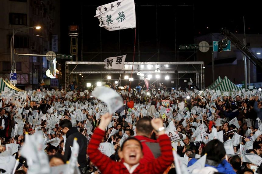Supporters of Taiwan's (DPP) Chairperson and presidential candidate Tsai Ing-wen celebrating her victory in Taipei, Taiwan, Jan 16, 2016.