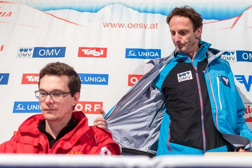 Emergency doctor Ulf Karner (left) and head coach Heinz Kuttin at a press conference on the accident.