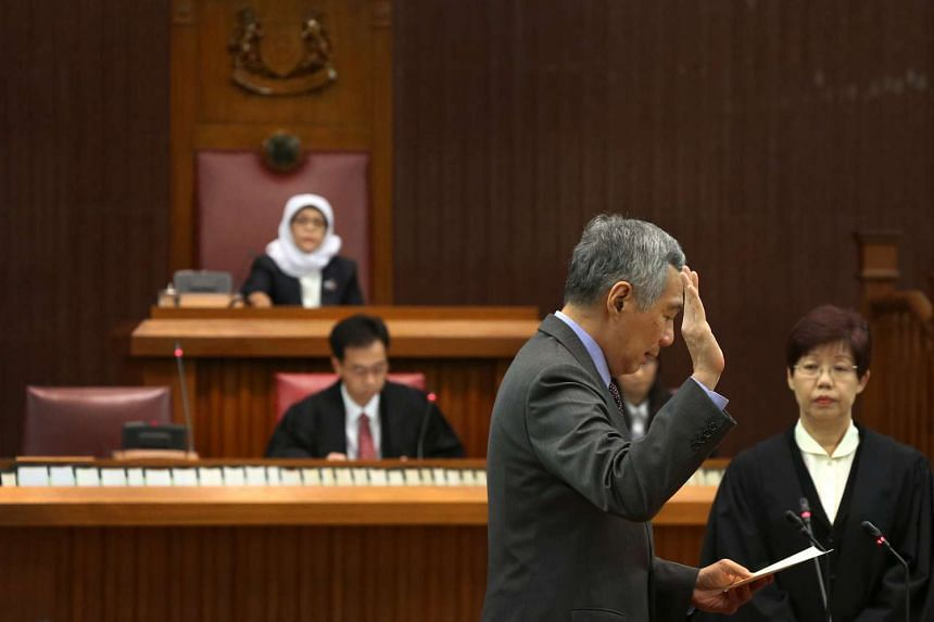 PM Lee taking his oath of allegiance during the swearing-in ceremony.