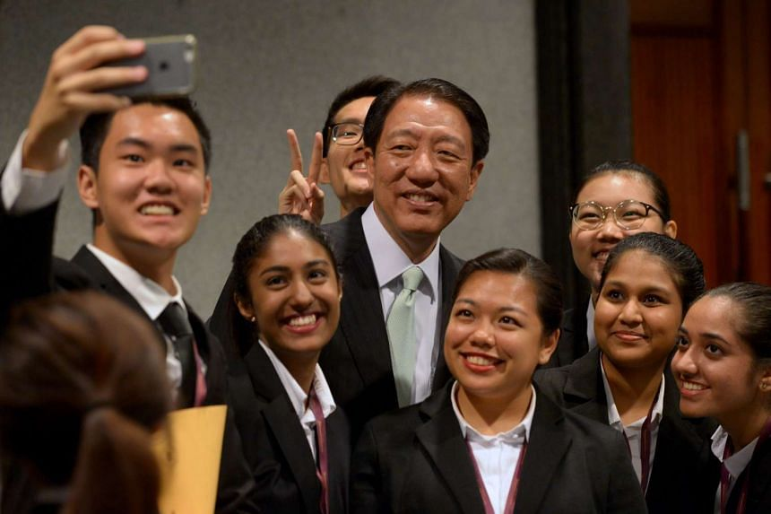 DPM Teo Chee Hean taking a wefie with Temasek Polytechnic student ushers at the opening of Parliament.