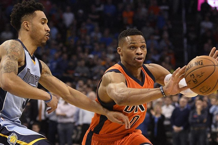 Oklahoma City Thunder player Russell Westbrook (right) in action with Memphis Grizzlies player Courtney Lee during the NBA basketball game in Oklahoma City, Oklahoma, USA, on Jan 6, 2016.