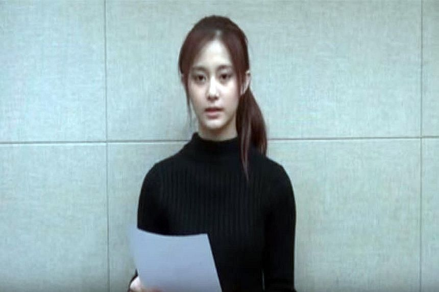 Chou Tzu-yu, 16, released an apology video after she caused an uproar in China when she held an ROC flag in an online broadcast.