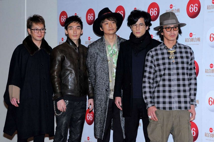 Japanese boy band SMAP said they would stay together.