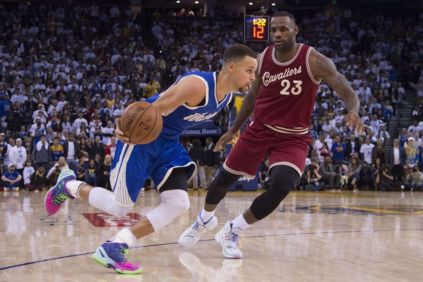 Golden State Warriors guard Stephen Curry (30, left) dribbles against Cleveland Cavaliers forward LeBron James (23) in an NBA basketball game on Christmas Day last month.