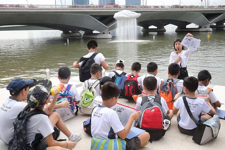 Arts Outreach Singapore guide Elizabeth Gan conducting a session with Naval Base Primary School pupils in front of Cloud Nine: Raining by artist Tan Wee Lit.