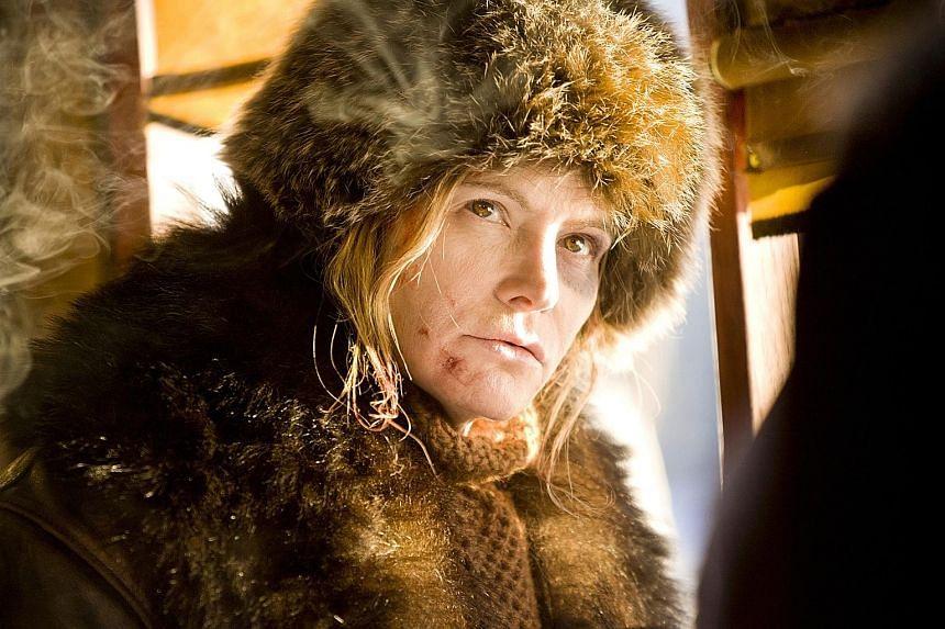 Jennifer Jason Leigh as outlaw Daisy Domergue.