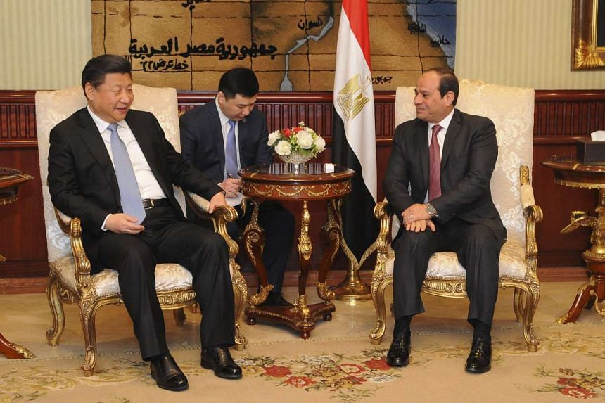 Egyptian President Abdel Fattah al-Sisi (right) speaks with Chinese President Xi Jinping during his visit to Cairo on Jan 20, 2016.